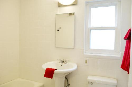 2 bed, 1.0 bath, 900 sqft, $1,348 Photo 1