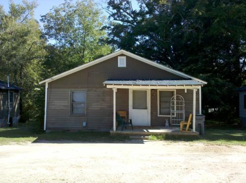 104 Oak Lane Photo 1