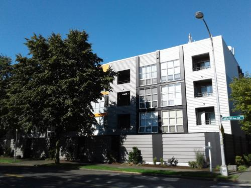 West 206 Apartments. North Admiral in West Seattle Photo 1