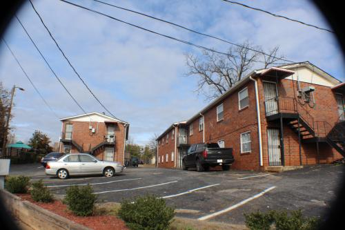 In-Town 2 BR Unit w. Great Lease Terms Photo 1