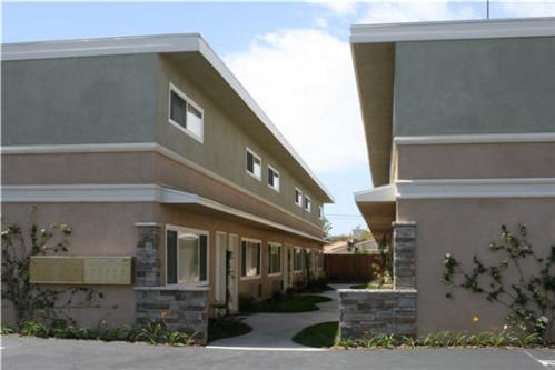 Stunning Renovated Complex, Spacious Town Homes... Photo 1