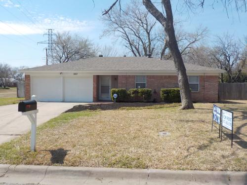 2821 Rufe Snow Drive Photo 1