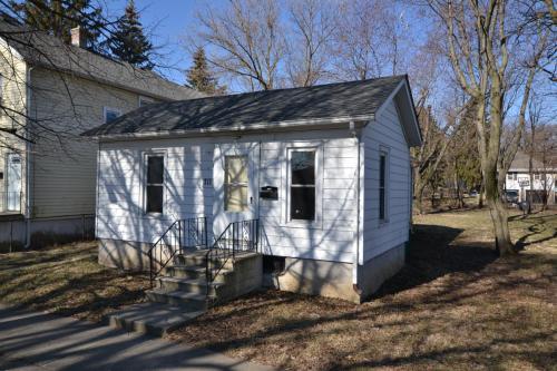 711 N Hickory Street Photo 1