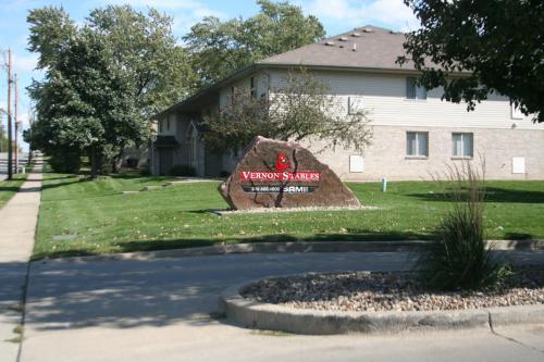 327 E Vernon Ave Photo 1