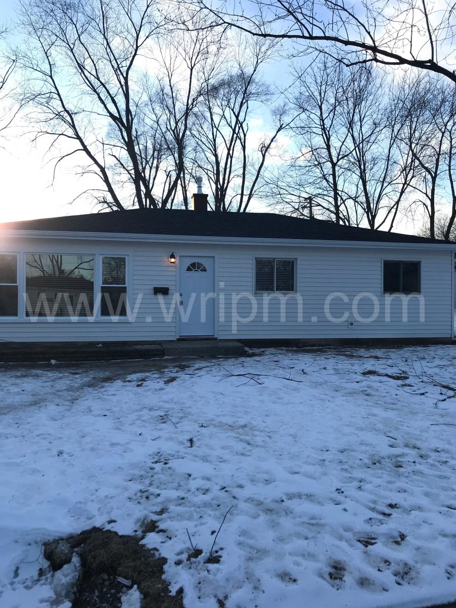 4222517a85 442 N Pershing Avenue, Mundelein, IL 60060 | HotPads