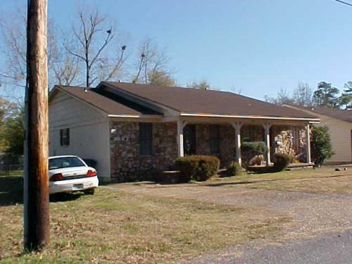 205 Oak Lane Photo 1