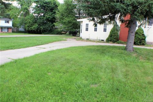 22324 Charter Street Photo 1