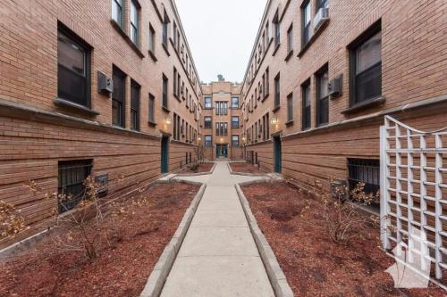 815 W Cornelia Avenue Photo 1