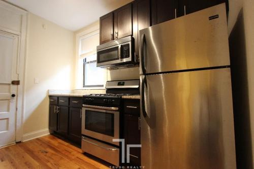 4715 N Leavitt Street Photo 1