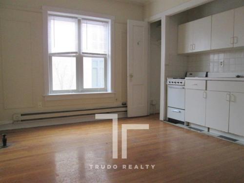 427 W Belden Avenue Photo 1