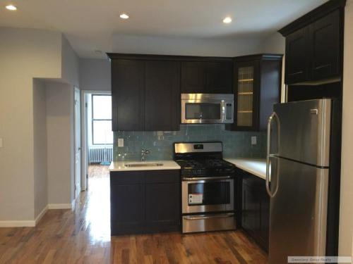 3 bed, $2,100 2 Photo 1