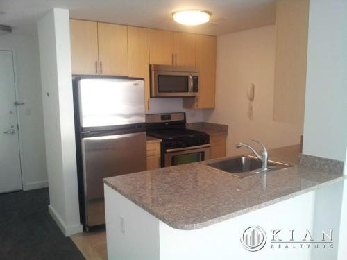 2 bed, $2,170 1015 Photo 1