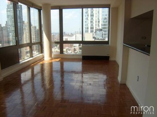 2 bed, $4,750 2101 Photo 1