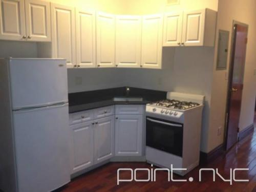3 bed, $4,100 1091 Photo 1