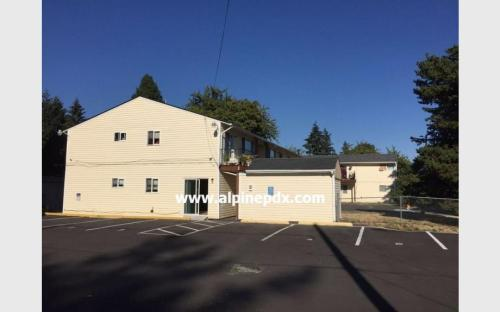 10843 SE Bush Street Photo 1