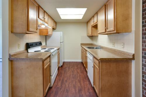 London Towne Apartments Photo 1