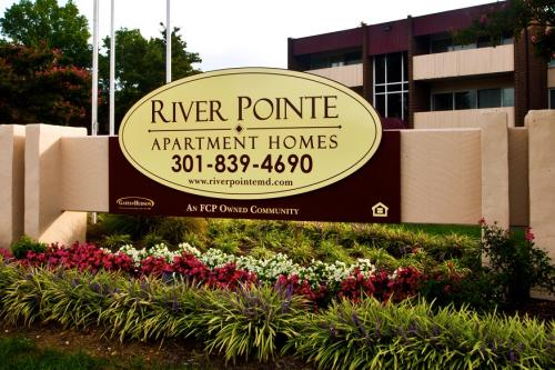 River Pointe Apartment Homes Photo 1