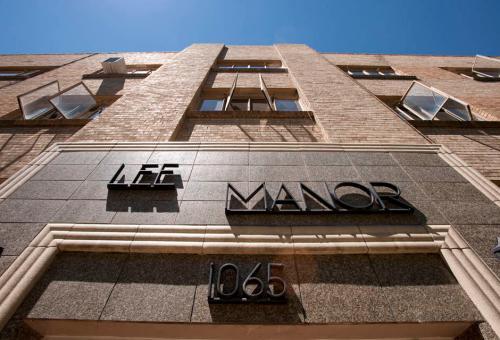 Lee Manor Photo 1