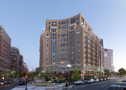 Lyon Place at Clarendon Center Photo 1