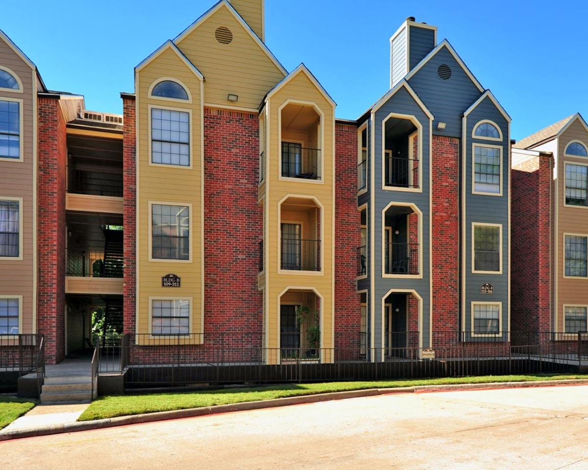 Forest Hills Apartments at 9659 Forest Lane Dallas TX 75243