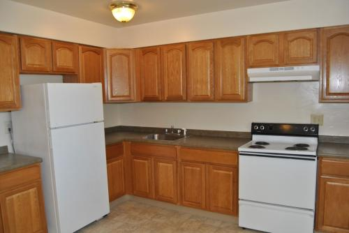Edgewater Gardens Apartment Homes Photo 1