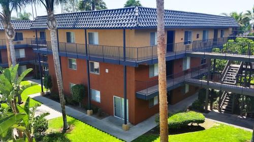 Coronado Palms Photo 1