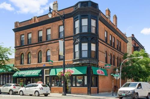 2634-40 N. Clark St. / 609-11 W. Drummond Pl. Photo 1