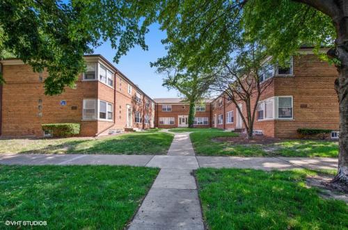 2103-23 W. Berwyn Ave. Photo 1