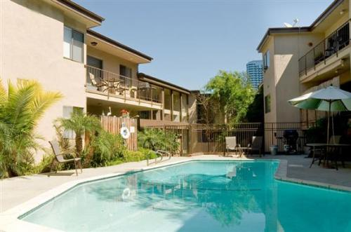 Regal Villa Apartments Photo 1