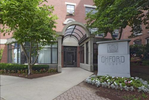 Oxford Court Apartments Photo 1