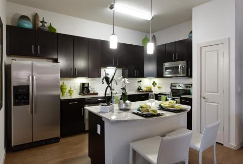 Lakeshore Pearl Apartments Photo 1