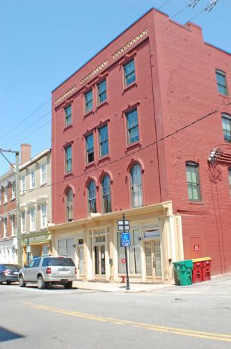 Plaza at Bank Street Photo 1