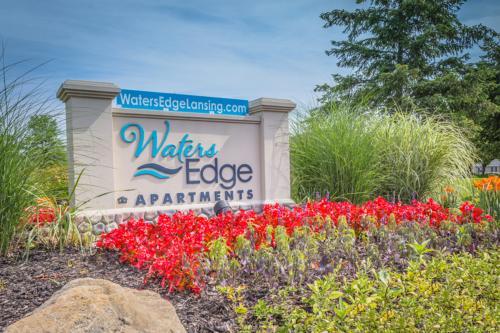 Waters Edge Apartments Photo 1
