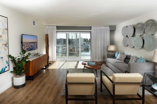 Wayfarer Apartments + Marina Photo 1