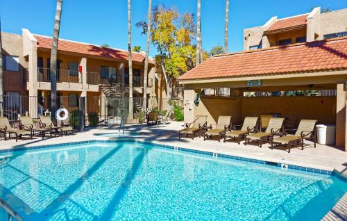 Saddle Ridge Apartments Photo 1
