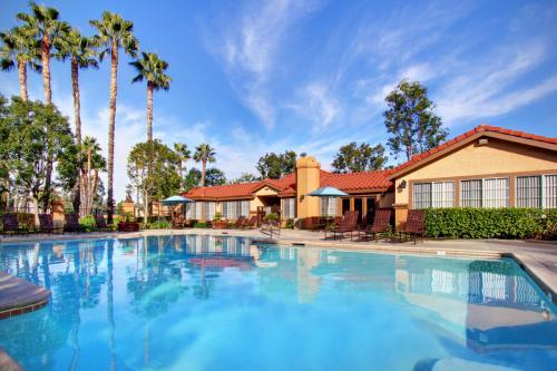 Brookwood Villas Photo 1