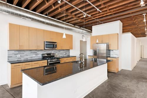 945 W Fulton Market Apartments Photo 1