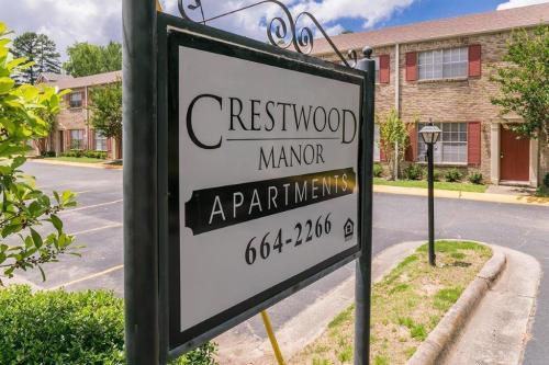 Crestwood Manor Photo 1