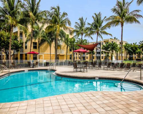 Sheridan Lake Club Apartments Photo 1