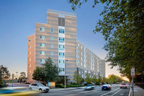 Peninsula Apartments Photo 1