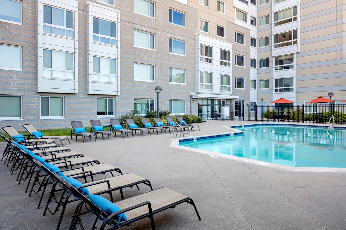 Peninsula Apartments At 401 Mount Vernon Street Boston