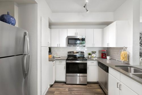 Ravina Apartment Homes Photo 1