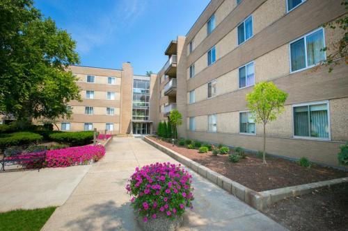 Deville Apartments Photo 1