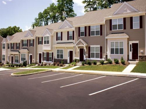 Emerald Pointe Townhomes Photo 1