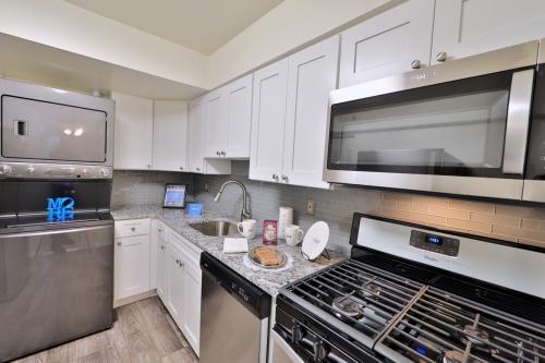 Columbia Pointe Apartment Homes Photo 1