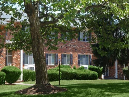Knollwood Manor Apartments Photo 1