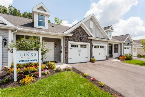 The Links at CenterPointe Townhomes Photo 1