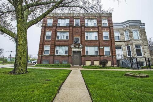 5758 S Wabash Ave Photo 1