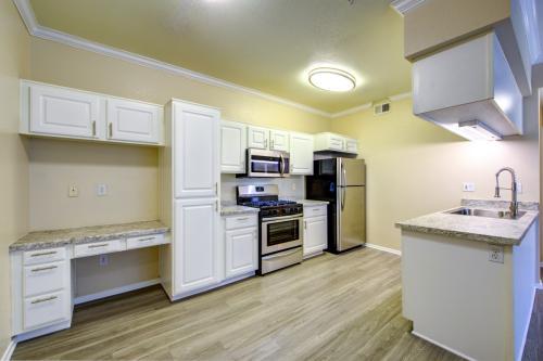 Estancia Apartment Homes Photo 1