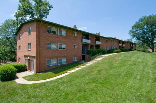 Lynbrook at Mark Center Apartment Homes Photo 1